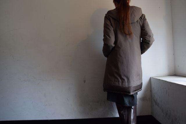 コートの名手 HERNOより   ・ ・ ・_b0110586_18491482.jpg