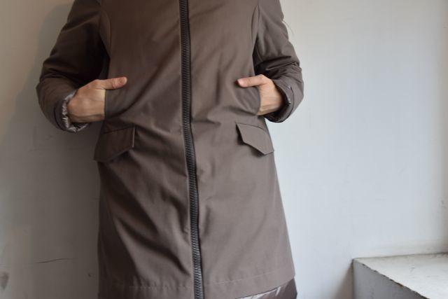 コートの名手 HERNOより   ・ ・ ・_b0110586_18523082.jpg
