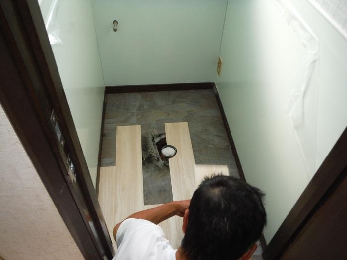 トイレと窓のリフォーム ~ 床の内装_d0165368_451179.jpg