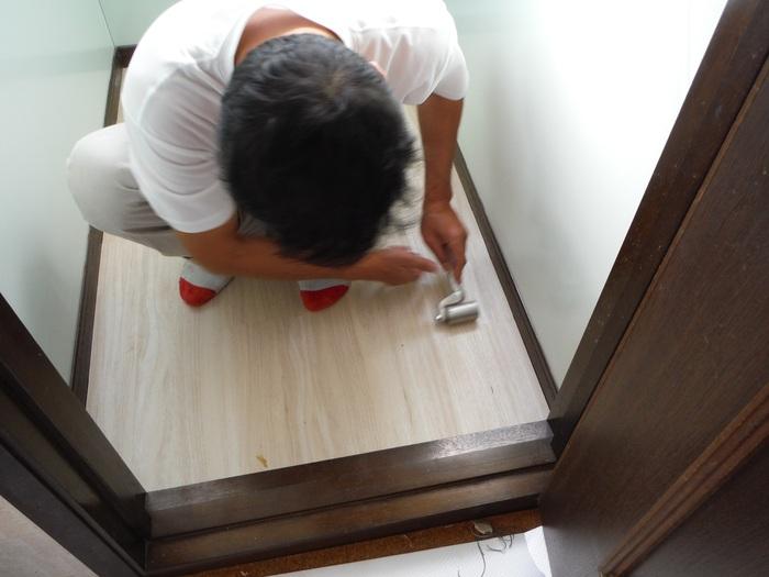トイレと窓のリフォーム ~ 床の内装_d0165368_453577.jpg