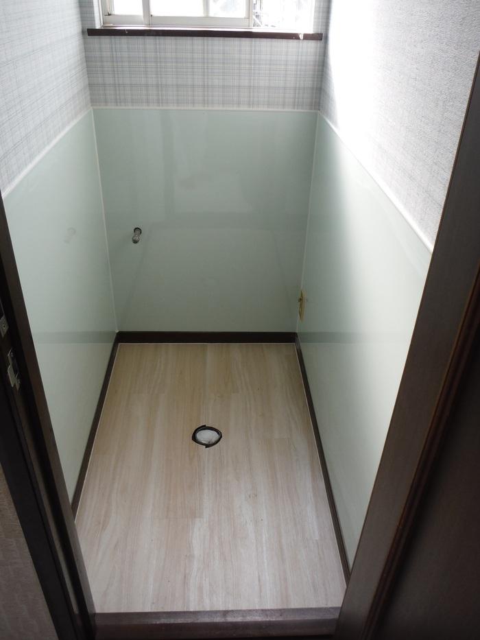 トイレと窓のリフォーム ~ 床の内装_d0165368_455033.jpg