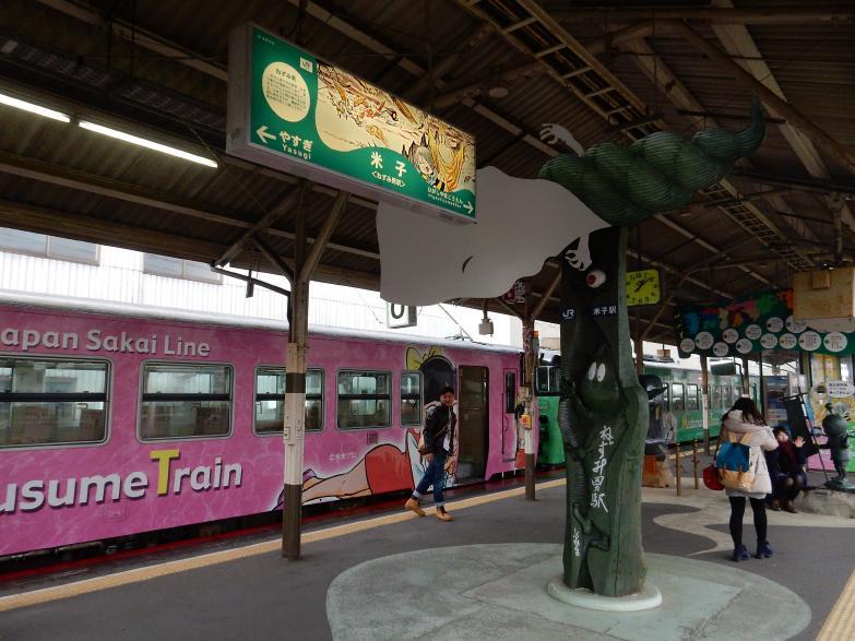 「ゲゲゲ」のJR境線、妖怪列車の撮り鉄女子と外国人ブロガー来訪の噂_b0235153_14412980.jpg