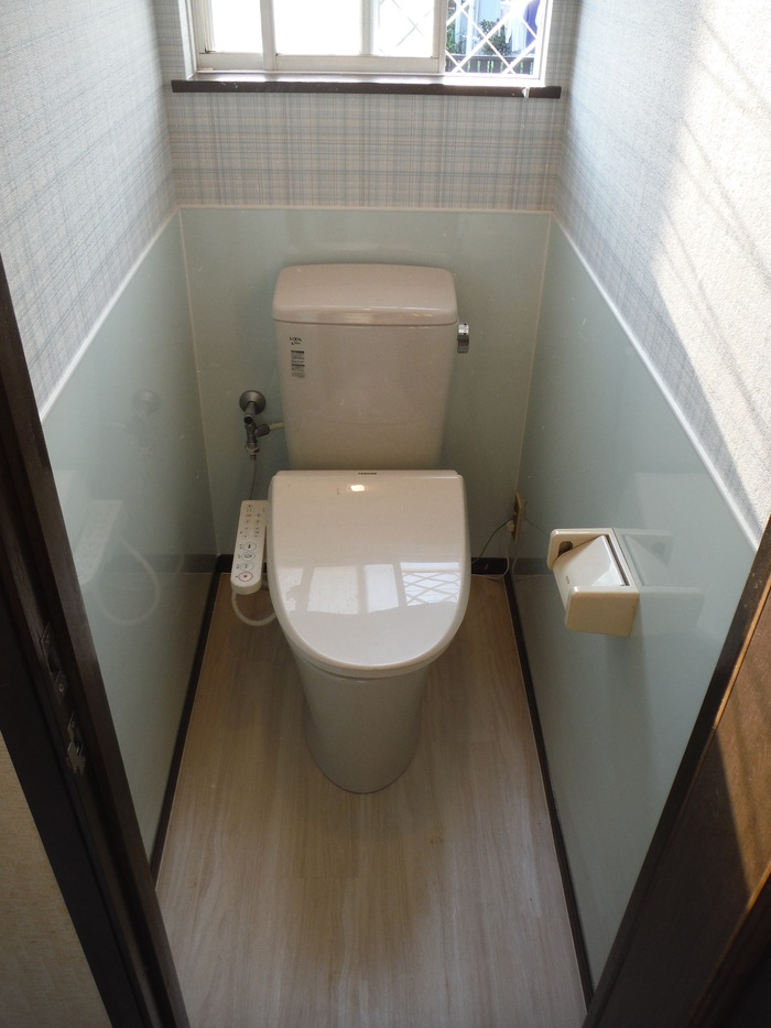 トイレと窓のリフォーム ~ トイレ完成_d0165368_5445613.jpg