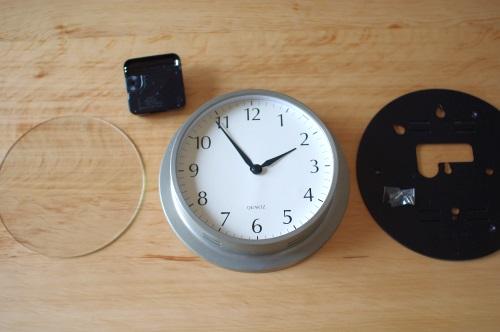 掛け時計のムーブメントを自分で交換して、使い続ける。_c0110869_11104369.jpg