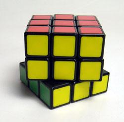 40年ぶりにルービックキューブを完成させた_d0130640_19112711.jpg