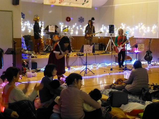 12月18日、久山療育園、東医療センターで、クリスマスライブでした♪_e0188087_16362930.jpg