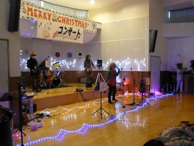 12月18日、久山療育園、東医療センターで、クリスマスライブでした♪_e0188087_16441773.jpg