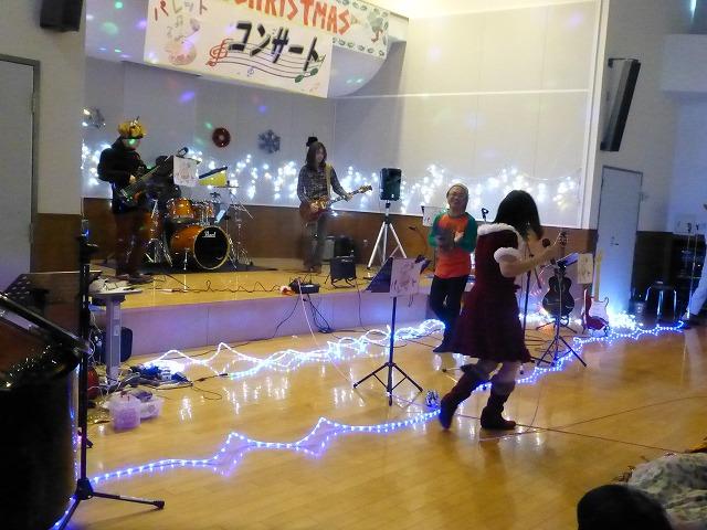 12月18日、久山療育園、東医療センターで、クリスマスライブでした♪_e0188087_16491615.jpg