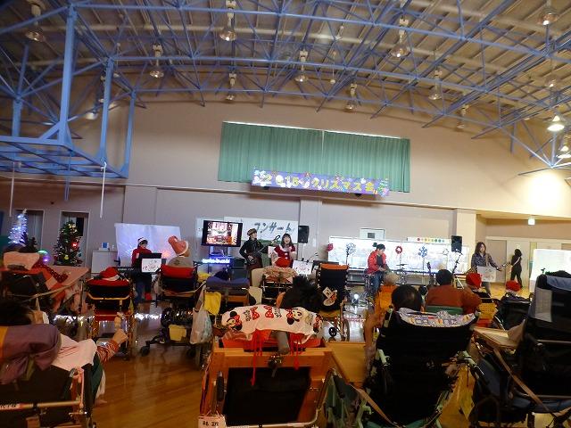 12月18日、久山療育園、東医療センターで、クリスマスライブでした♪_e0188087_1657070.jpg