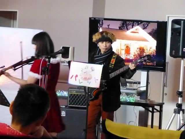 12月18日、久山療育園、東医療センターで、クリスマスライブでした♪_e0188087_17523146.jpg