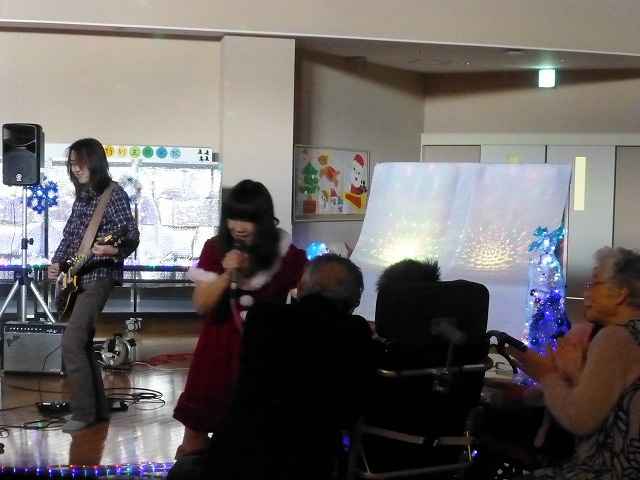 12月18日、久山療育園、東医療センターで、クリスマスライブでした♪_e0188087_17524482.jpg