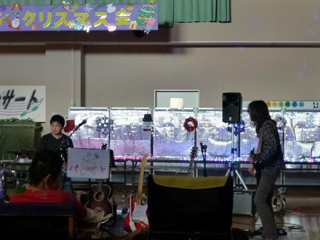 12月18日、久山療育園、東医療センターで、クリスマスライブでした♪_e0188087_17552277.jpg