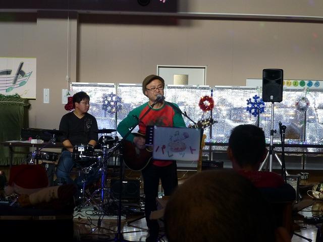 12月18日、久山療育園、東医療センターで、クリスマスライブでした♪_e0188087_1756361.jpg