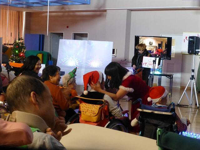 12月18日、久山療育園、東医療センターで、クリスマスライブでした♪_e0188087_21591258.jpg