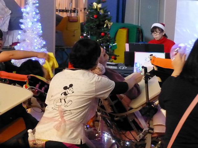 12月18日、久山療育園、東医療センターで、クリスマスライブでした♪_e0188087_2202011.jpg