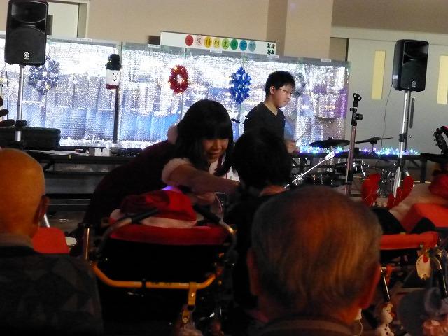 12月18日、久山療育園、東医療センターで、クリスマスライブでした♪_e0188087_2211738.jpg