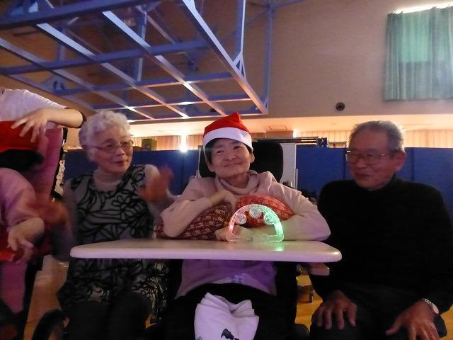 12月18日、久山療育園、東医療センターで、クリスマスライブでした♪_e0188087_2221535.jpg