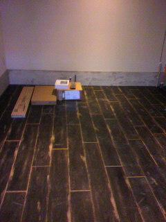 なかなか素敵な床が仕上がりました。_d0096499_15195733.jpg