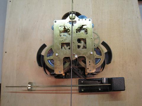 大型ゼンマイ式時計の修理を行いました_a0151444_1751888.jpg