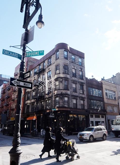 ニューヨーク、ロウワー・イーストの風情たっぷりな街角風景_b0007805_11282392.jpg