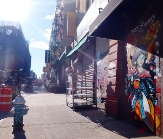 ニューヨーク、ロウワー・イーストの風情たっぷりな街角風景_b0007805_11295585.jpg