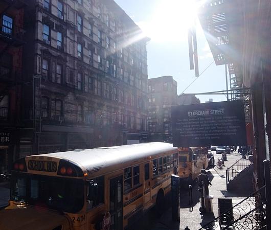 ニューヨーク、ロウワー・イーストの風情たっぷりな街角風景_b0007805_11305694.jpg