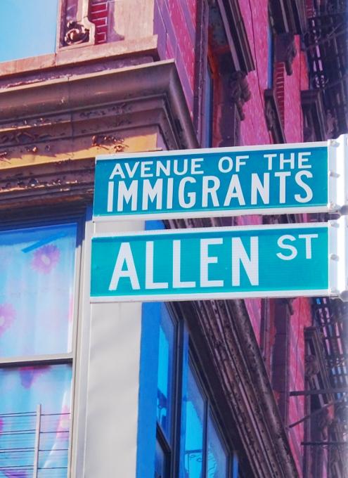 ニューヨーク、ロウワー・イーストの風情たっぷりな街角風景_b0007805_11314655.jpg