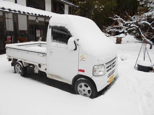 今季初めての除雪車が通った。_e0036983_9284115.jpg