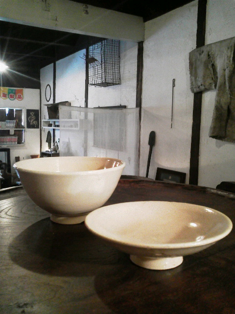 信楽の蓋付茶碗で抹茶とくずもち_e0350308_7512049.jpg