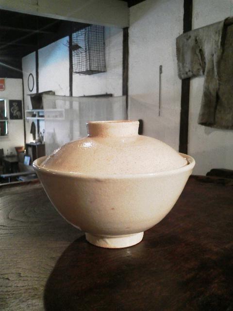 信楽の蓋付茶碗で抹茶とくずもち_e0350308_7512083.jpg