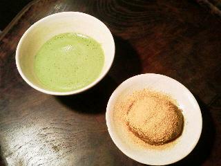 信楽の蓋付茶碗で抹茶とくずもち_e0350308_7523244.jpg