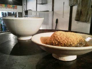 信楽の蓋付茶碗で抹茶とくずもち_e0350308_7523278.jpg