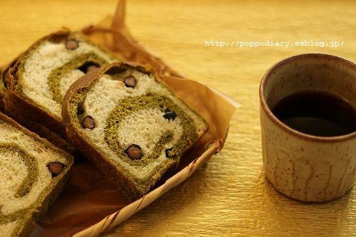 うずまきパン&お抹茶と黒豆のロールケーキ_a0134594_96022.jpg