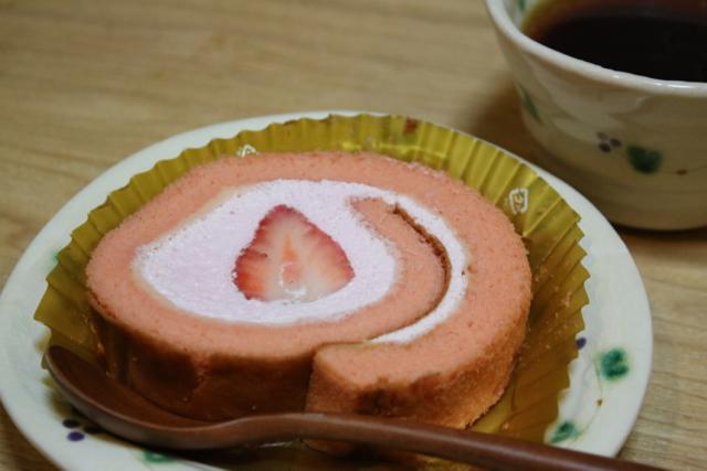*セブンイレブン* 〜オレンジ香るムース&チョコプリン/いちごのロールケーキ〜_f0348831_17395052.jpg