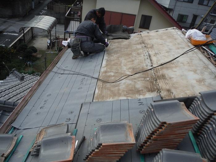 屋根瓦葺き直し ~ ルーフング張りから_d0165368_810114.jpg