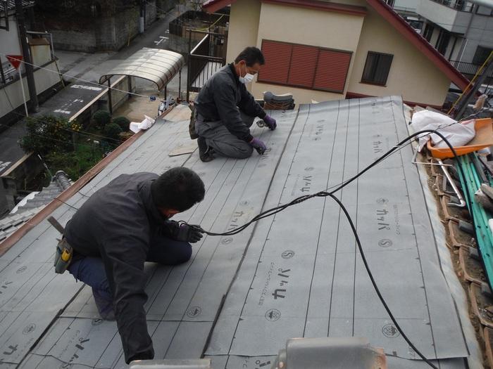 屋根瓦葺き直し ~ ルーフング張りから_d0165368_8102127.jpg