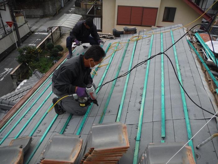 屋根瓦葺き直し ~ ルーフング張りから_d0165368_8103936.jpg