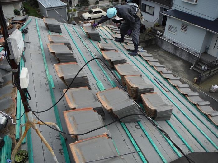 屋根瓦葺き直し ~ ルーフング張りから_d0165368_8105599.jpg