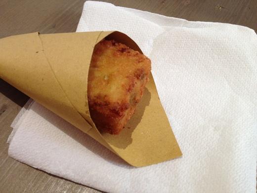 市場で食べた不思議な『パスタ・フリッタ』_a0136671_057326.jpg