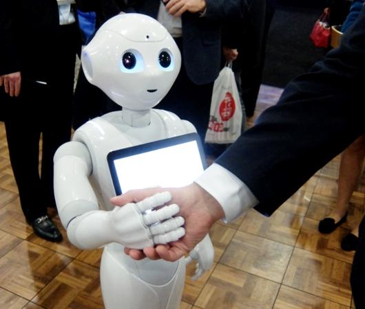 感情認識ロボットのペッパーくんがNY上陸 #PepperRobot_b0007805_3164315.jpg