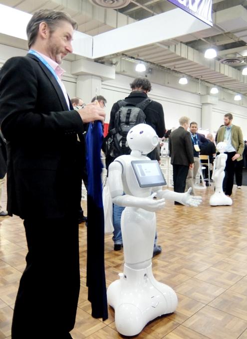 感情認識ロボットのペッパーくんがNY上陸 #PepperRobot_b0007805_317454.jpg