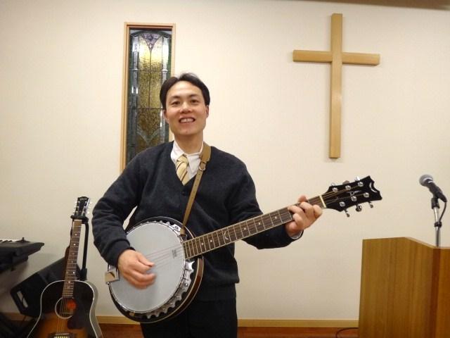 竜生牧師の新しい相棒!ギターバンジョー上々!_d0120628_4274811.jpg
