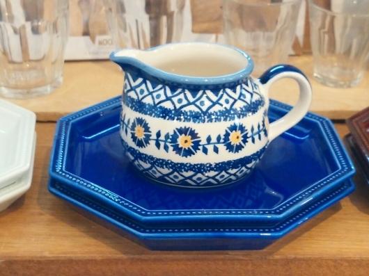ポーランドの飯椀とミルクピッチャー_f0255704_12594286.jpg