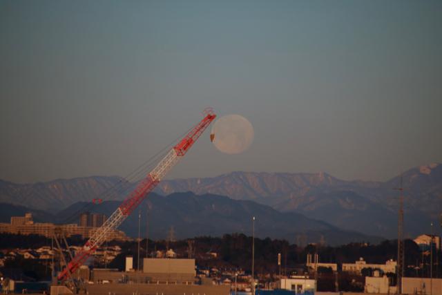 今朝の惜しい月。_f0348831_22120046.jpg