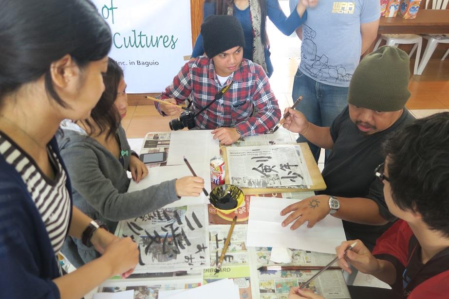 バギオ市で「書き初め大会」: 今年は一般にも公開で大盛況_a0109542_1420415.jpg
