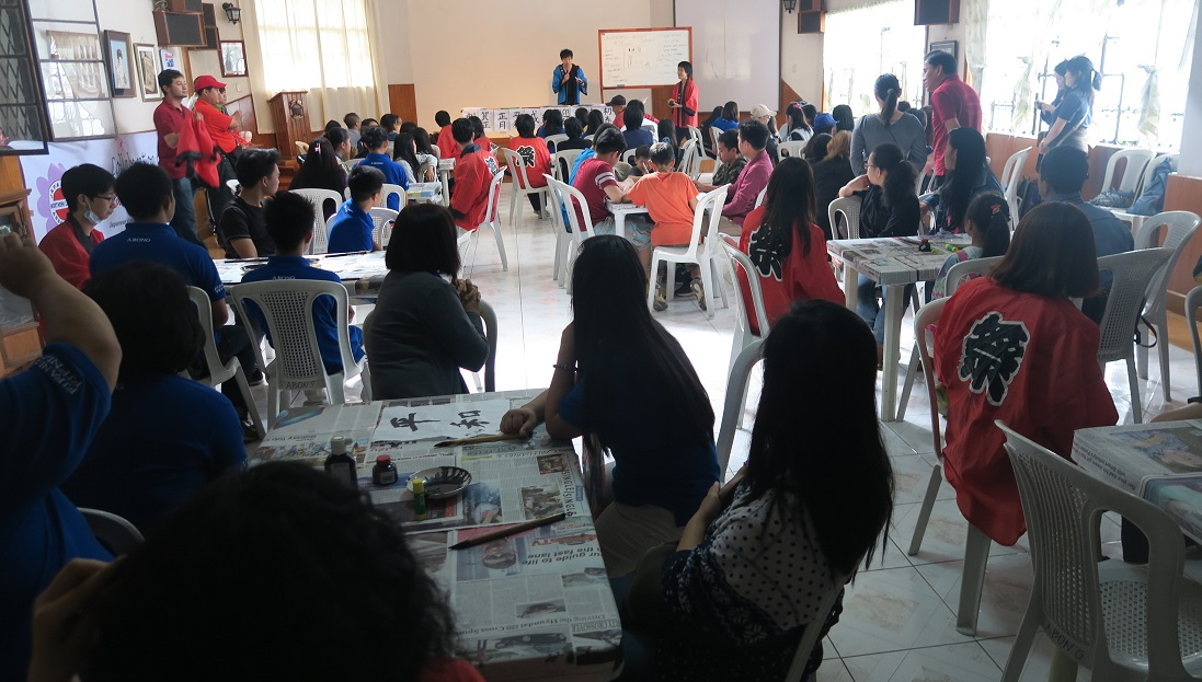 バギオ市で「書き初め大会」: 今年は一般にも公開で大盛況_a0109542_14453170.jpg