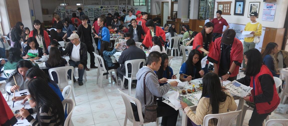 バギオ市で「書き初め大会」: 今年は一般にも公開で大盛況_a0109542_1454138.jpg