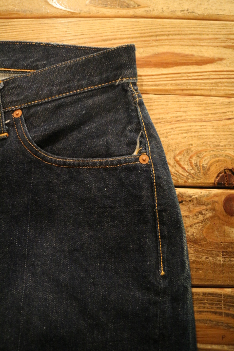 "【NEW ARRIVAL】-Vintage LEVI\'S 501ZXX ""Leather Patch\""-_b0121563_1910297.jpg"