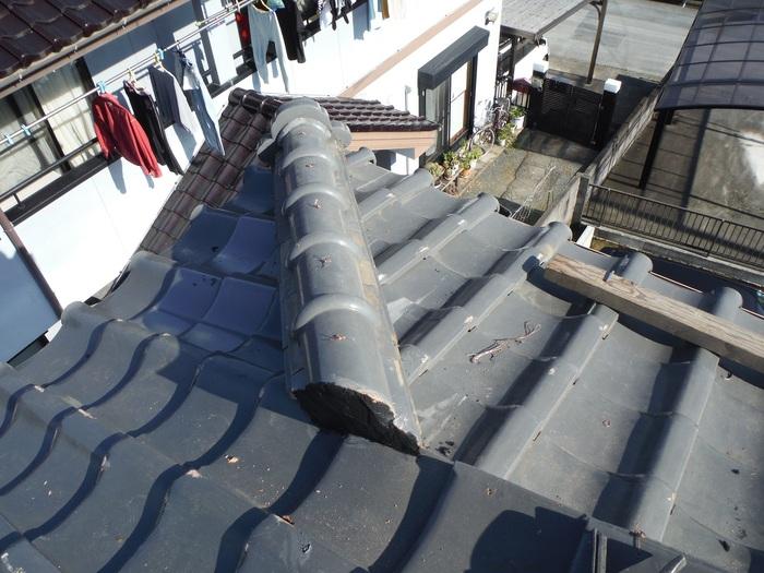 屋根瓦葺き直し ~ 棟を仕上げて2階屋根終了です。_d0165368_4395833.jpg