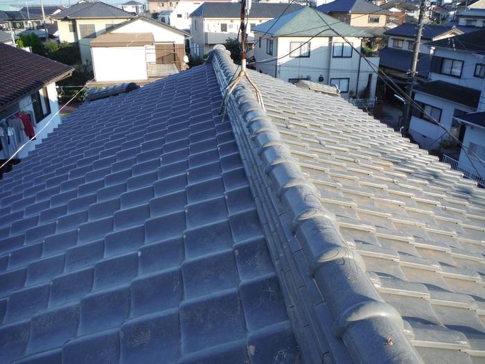 屋根瓦葺き直し ~ 棟を仕上げて2階屋根終了です。_d0165368_4404342.jpg